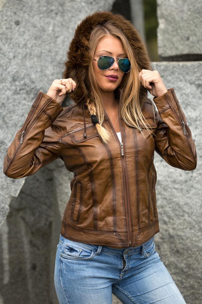 Ženska kratka kožna jakna Emily - svetlo braon melirana, braon krzno