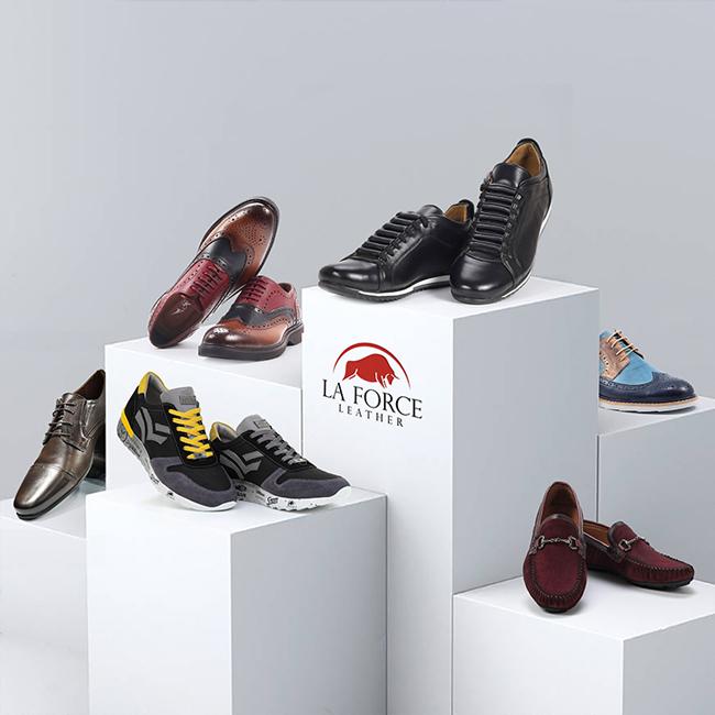 Prikazana je muška kolekcija kožne obuće La Force. I to: crno-sive patike, dva para šarenih cipela za svaki dan, crne patke- cipele, elegantne braon cipele i bordo mokasine