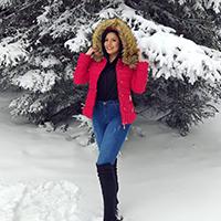 La Force zadovoljni kupac Ivana M. nosi našu crvenu zimsku jaknu sa krznom po snežnom danu