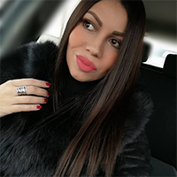 Selfi Tijane D. koja nosi La Force monton crne boje